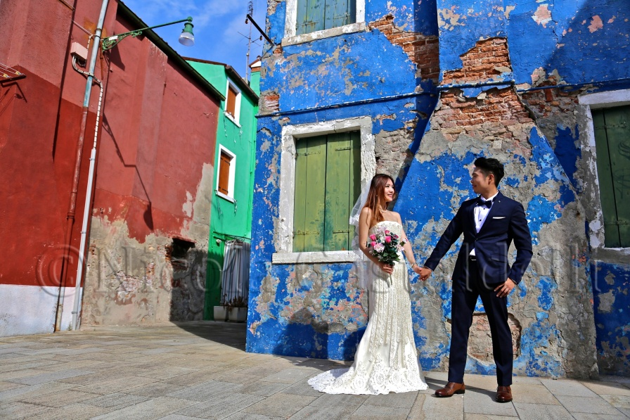 Italy. Venice. Wedding portrait of Chinese couple.